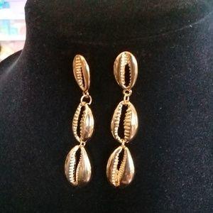 Gold sea shell earrings